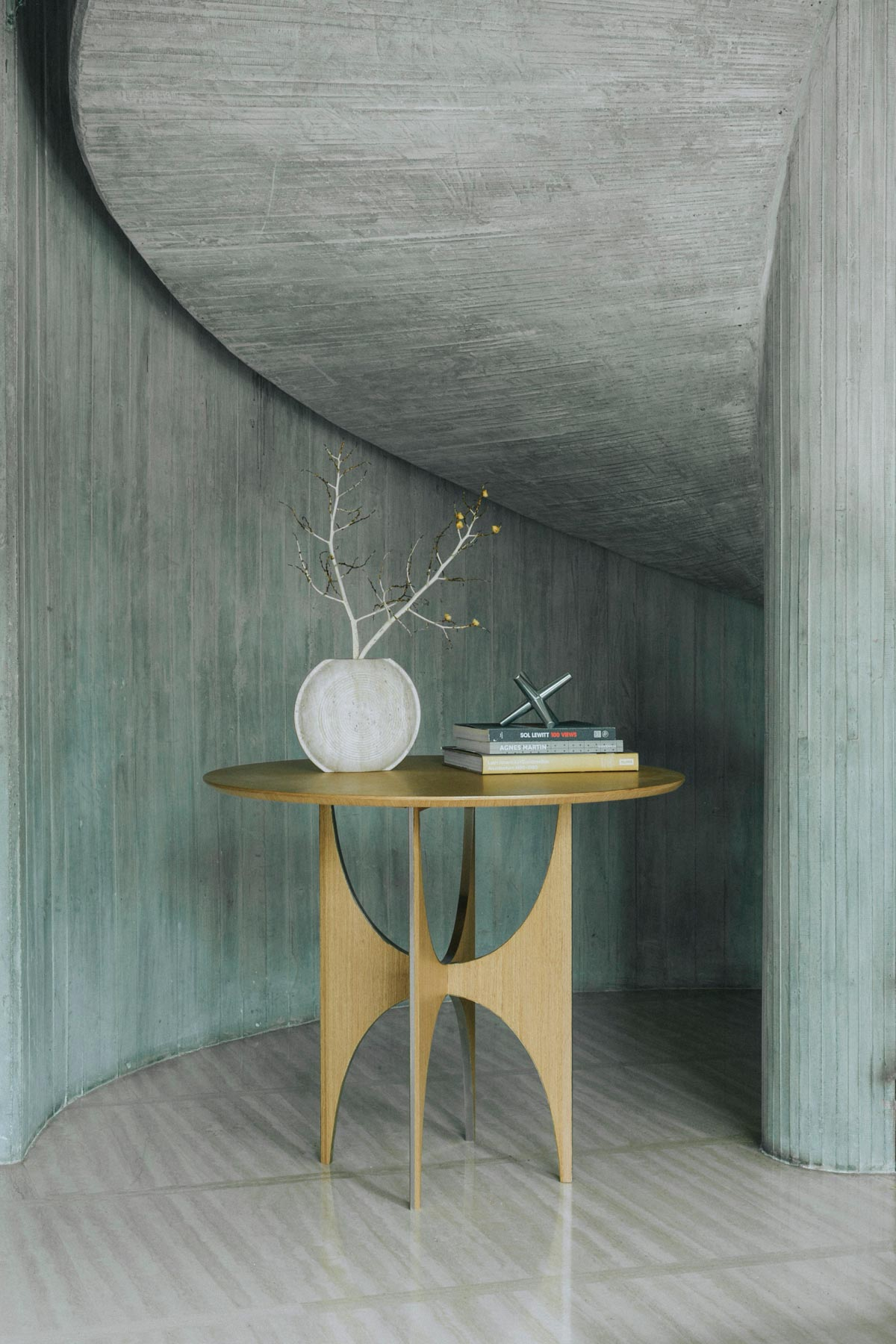 6.1_ARC-ROUND-TABLE-LIGHT_1200x1800
