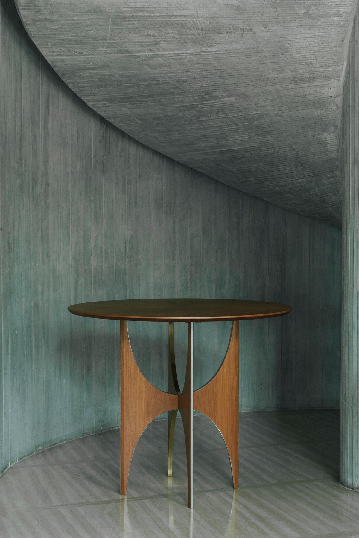 7.2_ARC-ROUND-TABLE-DARK_1200x1800